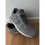 nike internationalist 42